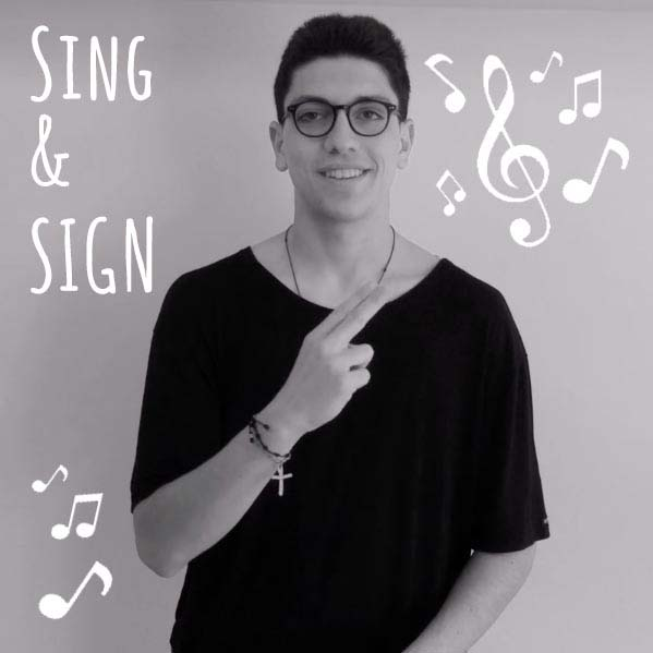 progetto Sing and Sign, un ragazzo che canta in lingua dei segni
