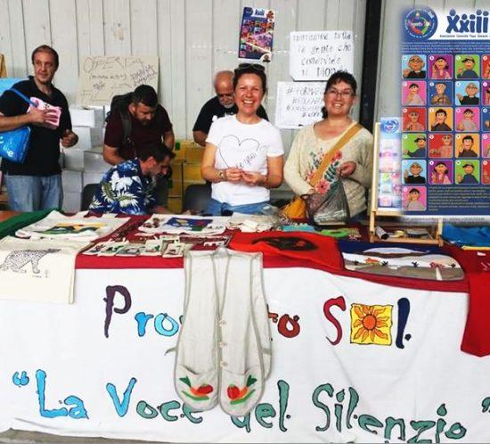 banchetto del Proyecto Sol dove si vende manodopera dal Cile