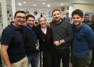 foto di gruppo di partecipanti della papa giovanni al convegno con suor veronica donatello