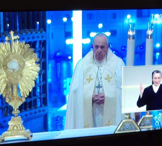 Papa Francesco e interprete in LIS in diretta TV dal Vaticano Urbi et Orbi