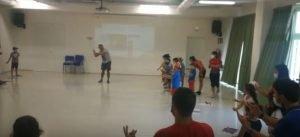 canzone in LIS con bambini del centro estivo fai centro